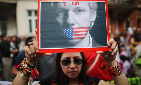 #Wikileaks Il ministro dell'Interno britannico approva l'estradizione di Assange negli USA